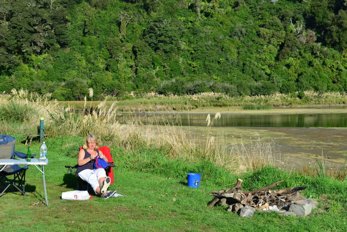newzealand_LAKE_WAIKAREMOANA_0041