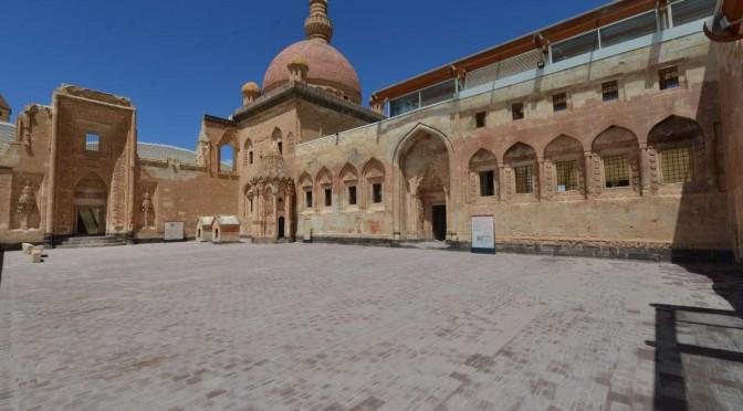 ISHAK PASHA PALACE (DOGUBEYAZIT)