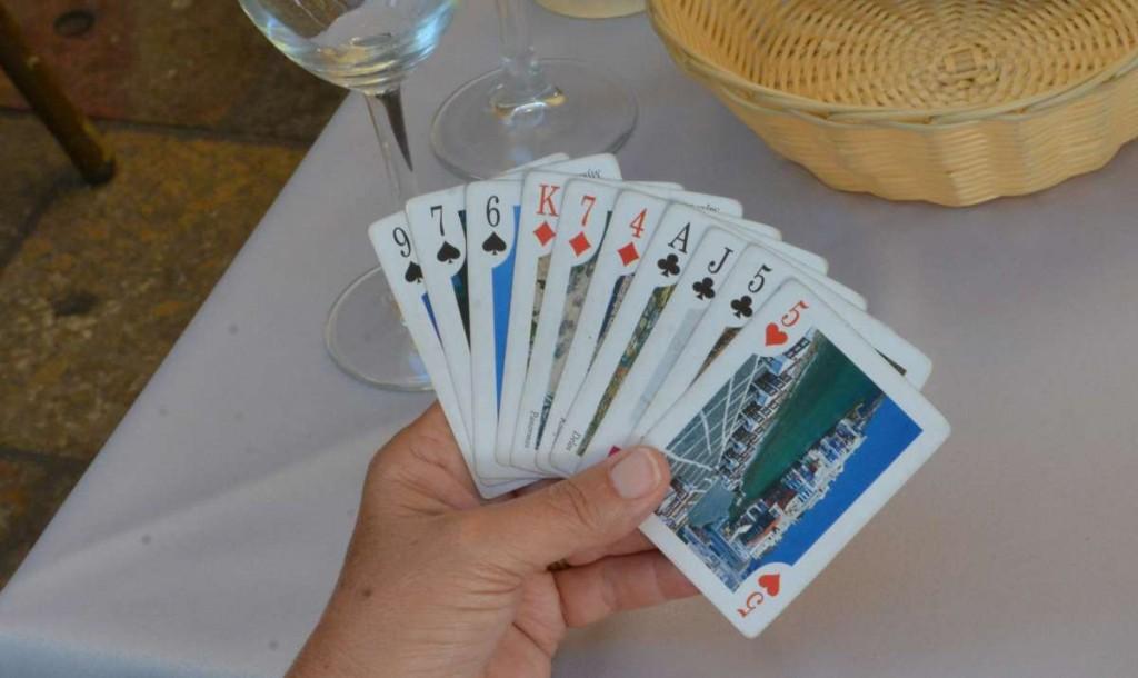 Für eine normale Attacke zu schach, für ein MISERE muss man die drei hohen Karten los werden - mit Glück sind in KITTY kleinere?